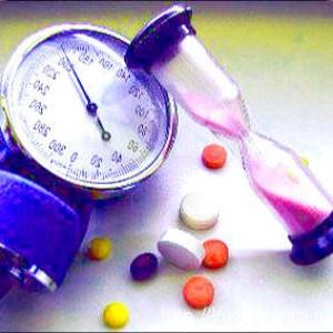 Лечение гипертонии народными средствами- тонометр