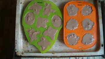 Рождественские кексы_вылить тесто в формочки
