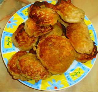 Рецепты вкусного и полезного завтрака_яблочные оладьи