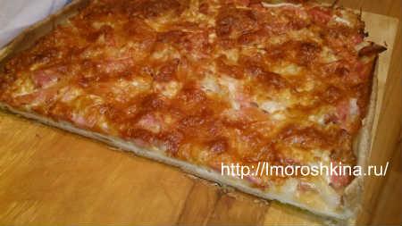 Пицца с луком и колбасой. Рецепт с фото