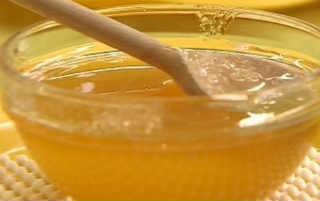 Как выбрать качественный и правильный мед_мед в чашке