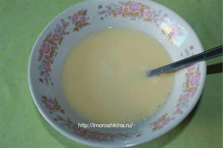 Запеченные кабачки с помидорами и сыром_добавляем соль, приправы