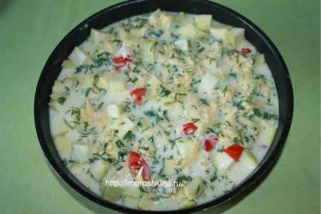 Запеченные кабачки с помидорами и сыром_ заливаем овощи соусом