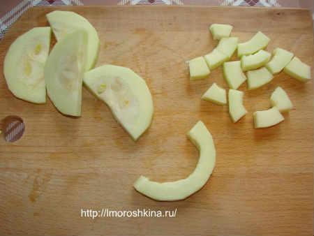 Компот из кабачков со вкусом ананаса_ порежьте на сегменты