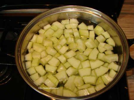 Компот из кабачков со вкусом ананаса_ поставьте овощ на огонь