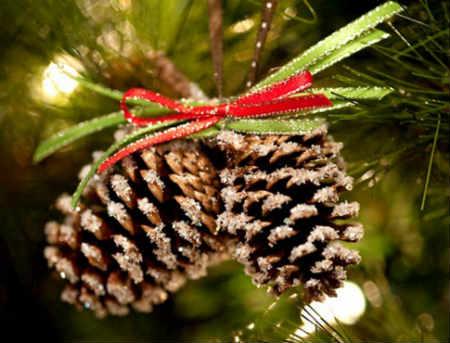 Как украсить елку на Новый год 2016_лесные шишки