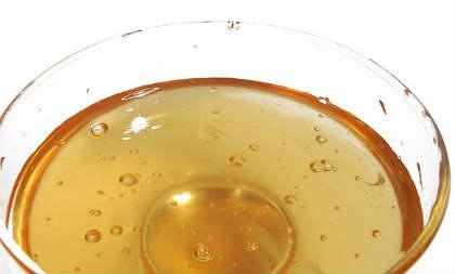 Медовая вода натощак- плюсы и минусы_ растворенный мед в стакане