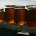 Медовая вода натощак- плюсы и минусы_банки с медом