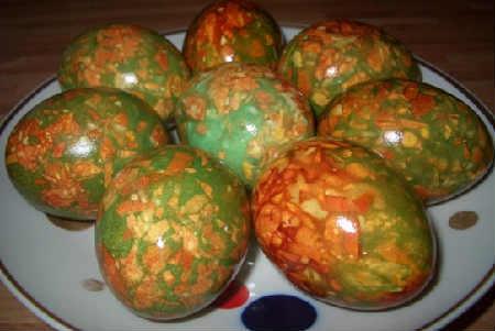 Как покрасить и украсить яйца на Пасху своими руками фото_мраморные яйца
