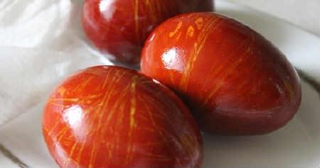 Как покрасить и украсить яйца на Пасху своими руками фото_яйца из ниток