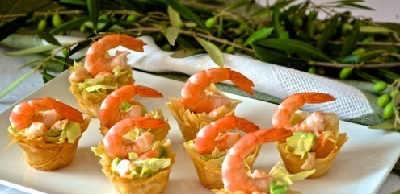 _тарталетки на праздничный стол с креветками и авокадо