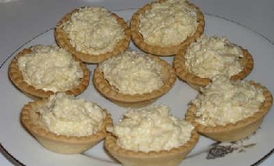 _тарталетки на праздничный стол с сыром и чесноком