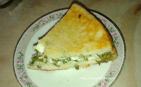 Наливной пирог с яйцом и зеленым луком на кефире