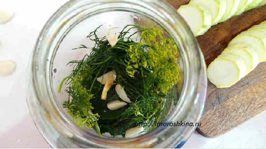 Kabachki marinovannye bystrogo prigotovlenija v syrom vide2
