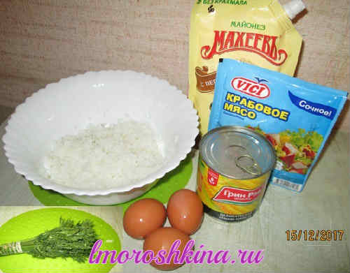 Salat s kukuruzoj konservirovannoj i krabovymi palochkami
