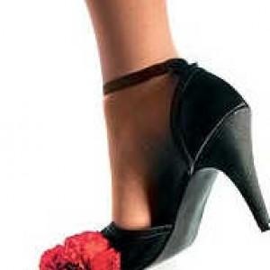 Нога в туфле на каблуке