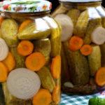 Маринованные огурцы на зиму, хрустящие без стерилизации_с морковью и луком