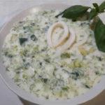как готовить окрошку на кефире_рецепт с кальмарами