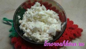 Салат с кальмарами самый вкусный с яйцом