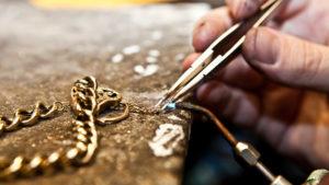 Разорвалась золотая цепочка: можно ли починить?