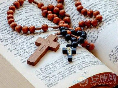 Открытки с христианской направленностью: на какое событие можно подарить?