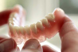 Показания к установке съемных зубных протезов