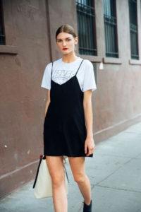 Как носить короткое платье?