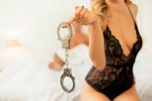 Почему люди стесняются ходить в секс-шопы?